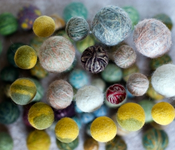 Monika Plaser kinkis Pesaleidja kiisudele suure hulga vilditud palle